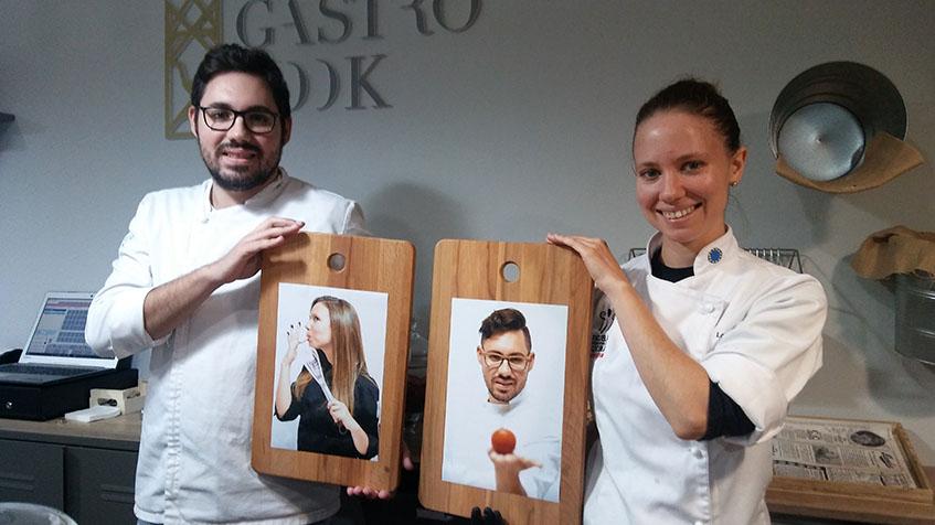 Los pasteleros Lorena Barroso y Daniel Rivera en su despacho. Foto: Cosasdecome