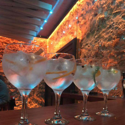 El local también sirve copas. Foto: Cedida por Atún y CHocolate