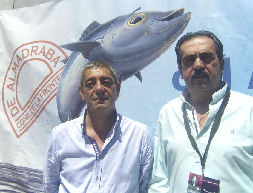 Joaquin Ureba y Pedro Pérez Seijo, dos de los creadores de la ruta del atún de Conil hoy en el concurso de 2017 que ha tenido lugar en la Escuela de Hostelería de la ciudad. Foto: Cosasdecome