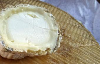 Queso rulo de oveja de la quesería de Pajarete. Foto: Cosasdecome