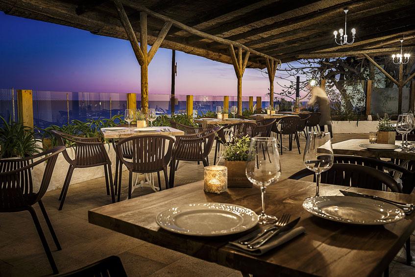 La terraza del restaurante La Breña. Foto: Julio González