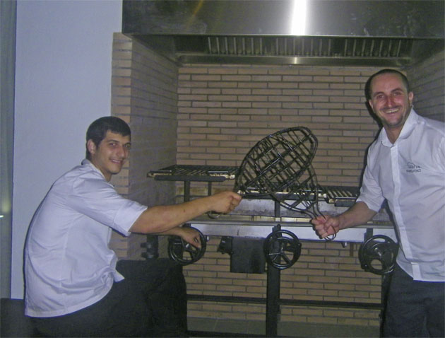 Los cocineros Carlos Hernández y Eduardo Pérez. Foto: Cosasdecome