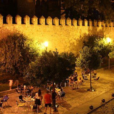 La terraza, a pie de castillo