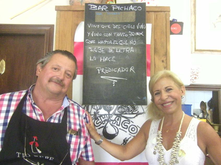 Manuel Pichaco y Tere Gutiérrez en su establecimiento. Foto: Cosasdecome