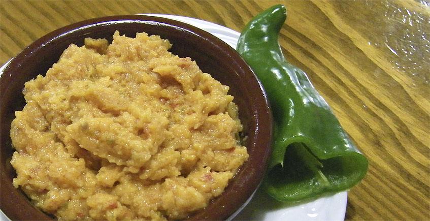 El ajo caliente, uno de los platos estrella de Er Beti. Foto: Cosasdecome