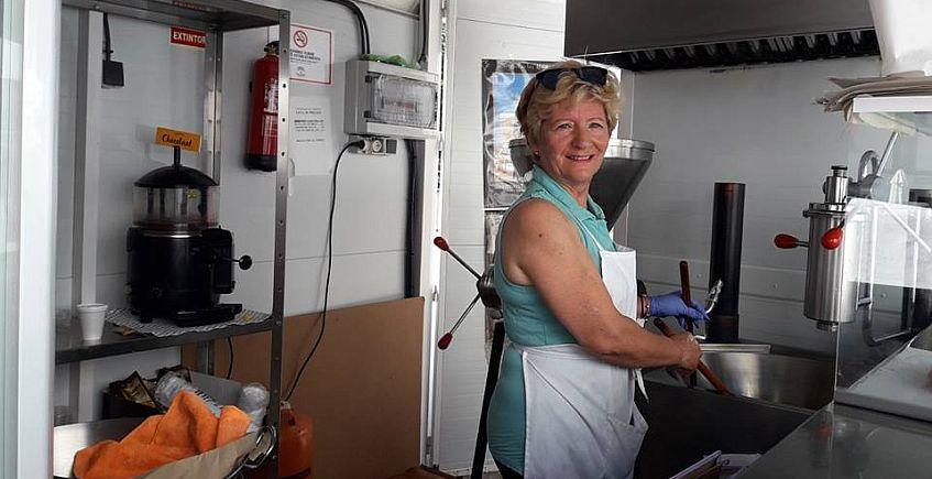 Una emprendedora sexagenaria abre la única churrería de Setenil