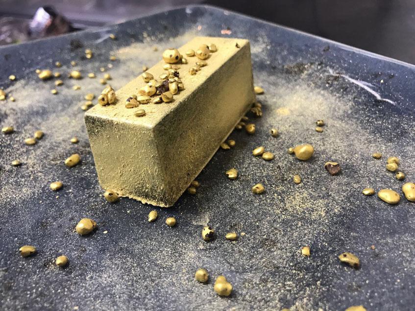 El lingote de oro, uno de los postres. Se trata de una crema de chocolate. Foto: Cedida por Pazo de Iria
