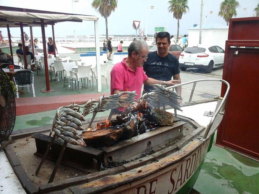 La barca de espetos del restaurante Puerto Madrid, en Valdelagrana. Foto: Ceidda por el establecimiento.