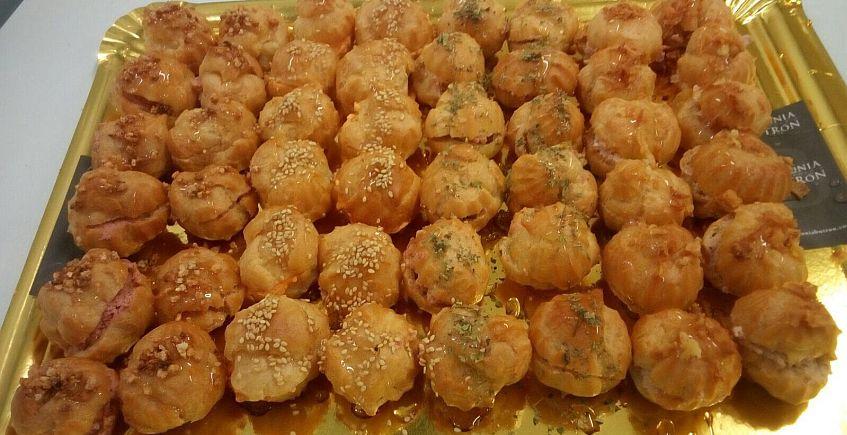 Antonia Butrón rellena los profiteroles de cremas y patés salados
