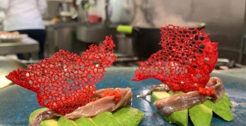 Abanicos de coral con aguacate y anchoas de El Copo de Palmones