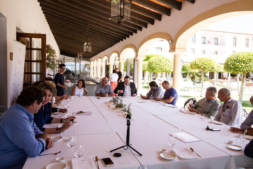 Los miembros de la Academia Andaluza de Gastronomía durante su reunión. Foto: Cedida por la Academia