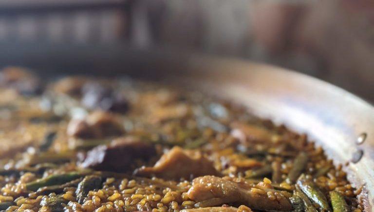 Arroz seco de pollo, costillas y verduras de Mesón Sabor Andaluz de Alcalá del Valle