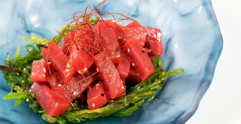Atún rojo de almadraba de temporada en Restaurante Antonio de Zahara de los Atunes