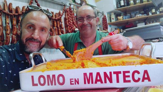 """El asesor gastronómico Benjamín Colsa y el carnicero Paco Melero, los """"inspiradores"""" del día Mundial del Lomo en Manteca. Foto: Cedida por la carnicería de Paco Melero"""