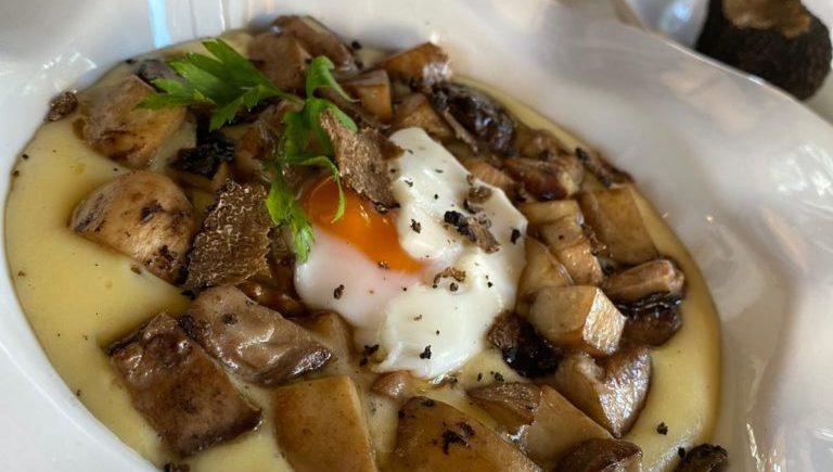 Boletus, patata, huevo y trufa en El Duque de Medina