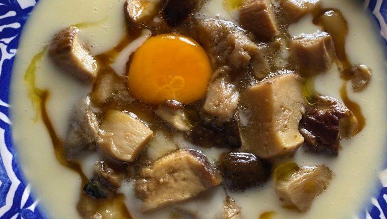 Boletus salteados, patata huevo y trufa en El Duque de Medina