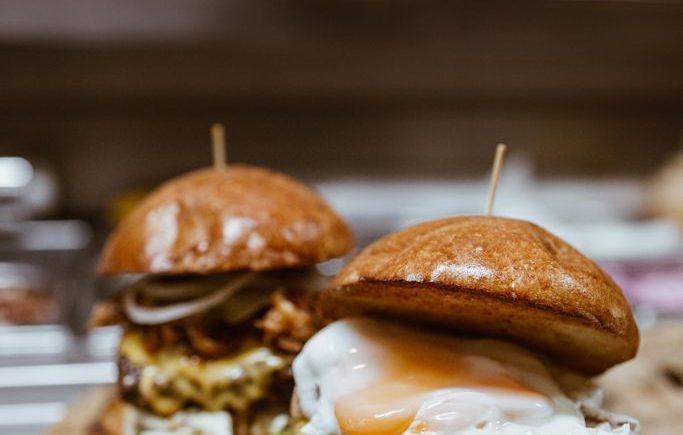 Burgers de angus americano certificado, de elaboración diaria en Kinos de Jerez