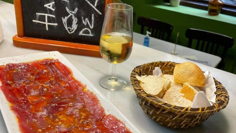 Carpaccio de atún rojo salvaje de almadraba de Gadira en Taberna La Sopresa de Cádiz