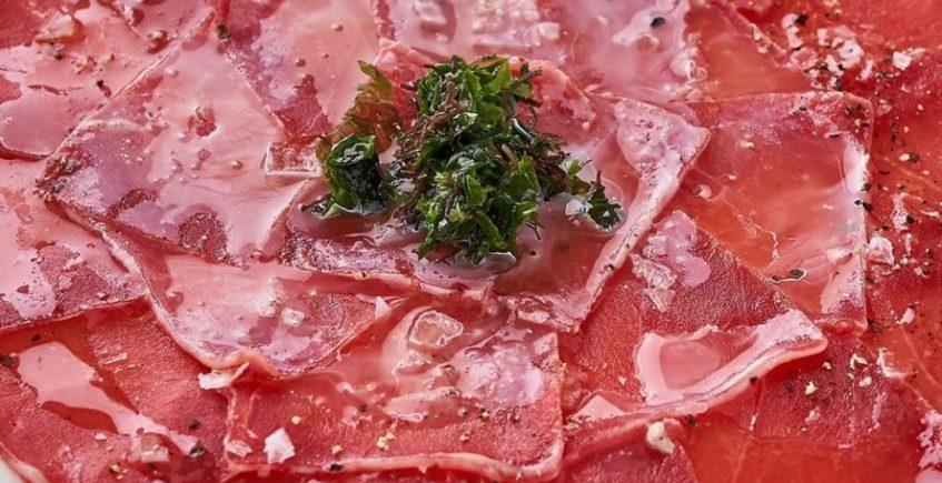 Carpaccio de lomo de atún rojo de almadraba en Francisco el de Siempre de El Palmar