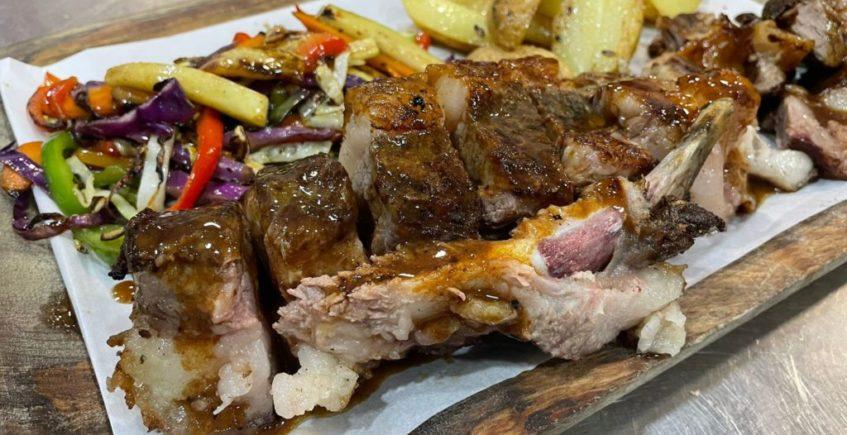Costilla de Ternera cocinada a baja temperatura y terminada en la brasa en Sonámbulo de Cádiz