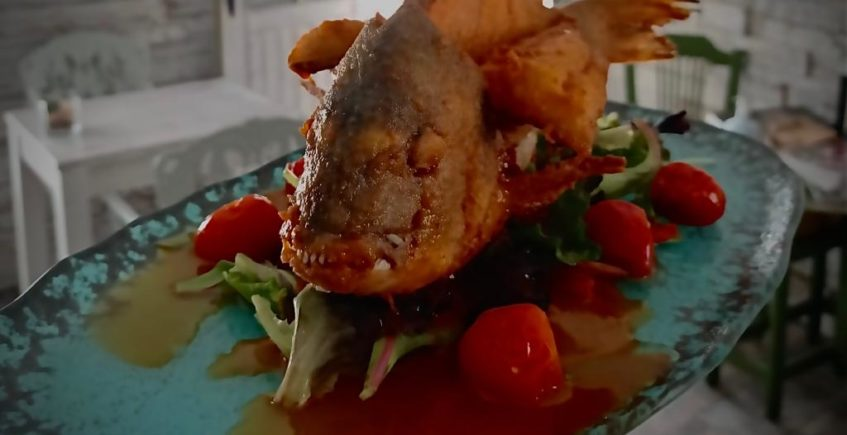 Dorada de los esteros frita entera con escabeche de manteca colorá en 4 Estaciones de Vejer