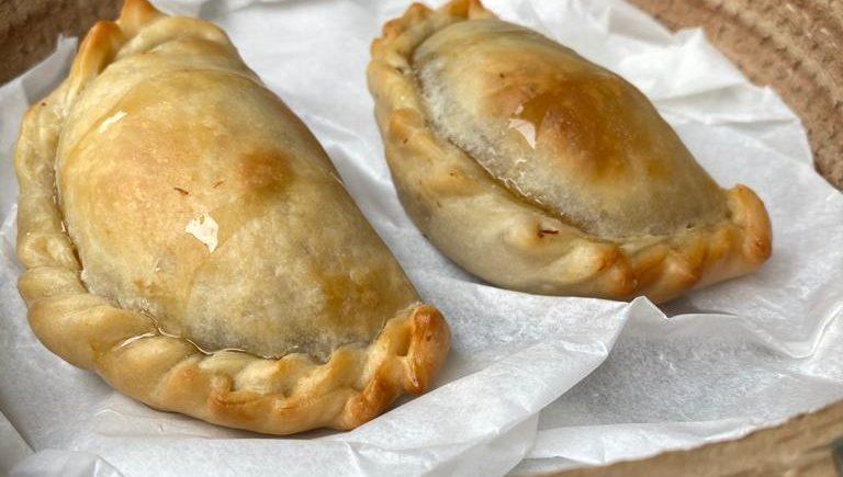 Empanadilla de pato con miel picante de Tuétano de Jerez