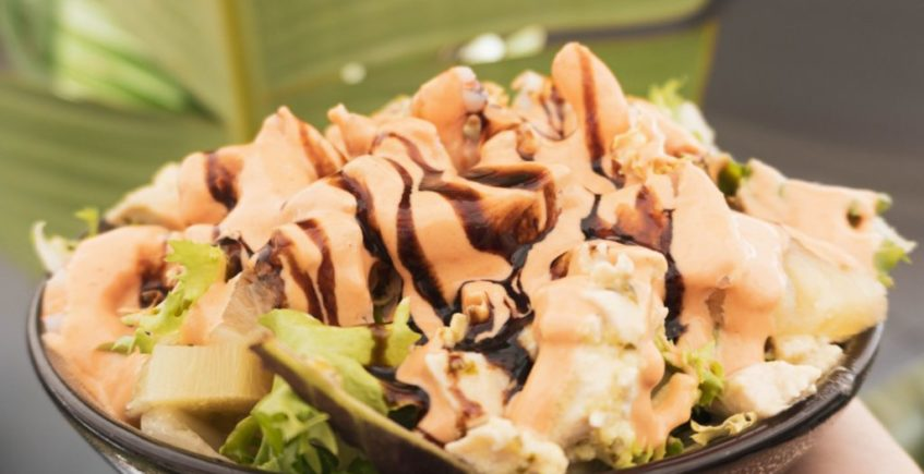 Ensalada de pollo y langostino en Popeye de Chiclana