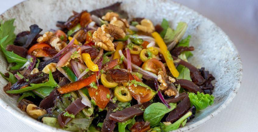 Ensalada de semimojama de atún rojo con frutos secos de Venta Pinto de Vejer