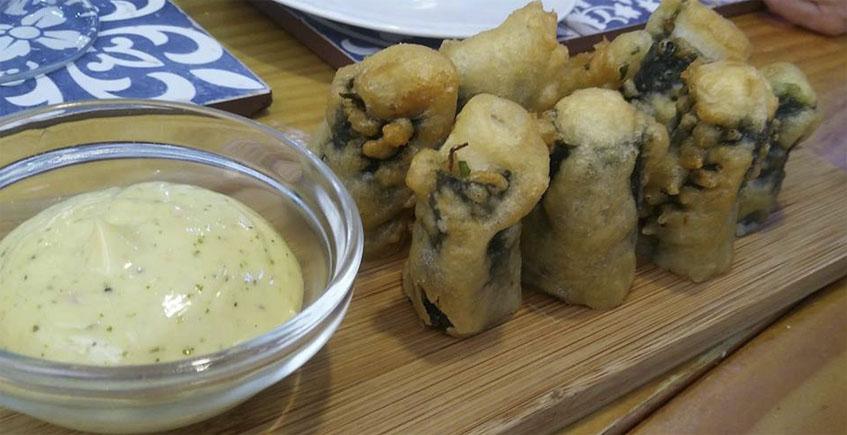 El gallo con alga nori en tempura de La Candela