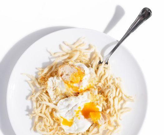 Gambas cristal con huevo frito de Restaurante Antonio de Zahara de los Atunes