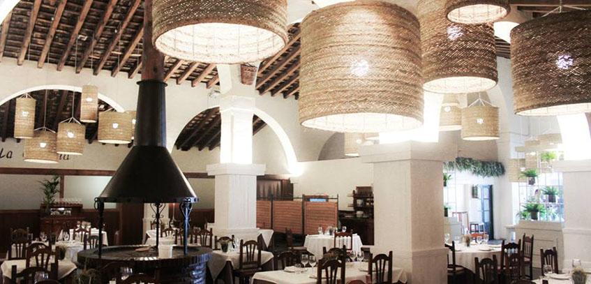 Vista interior del restaurante La Carboná. Foto: Cosasdecome.