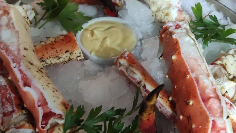 King Crab (cangrejo real) tamaño XXL en Salicornia de Cádiz