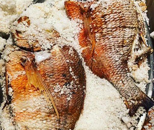 Pescado a la sal de El Chato de Cádiz