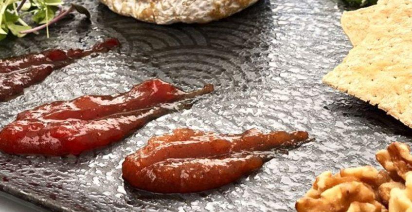 Queso de cabra fluido con mermeladas y nueces de Pantalán G de El Puerto