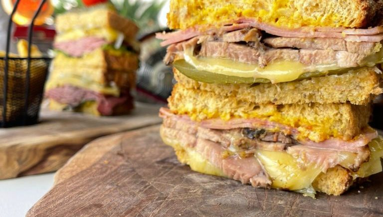 Sandwiches de Kinos de Jerez. Hay Pastrami, cubanito...