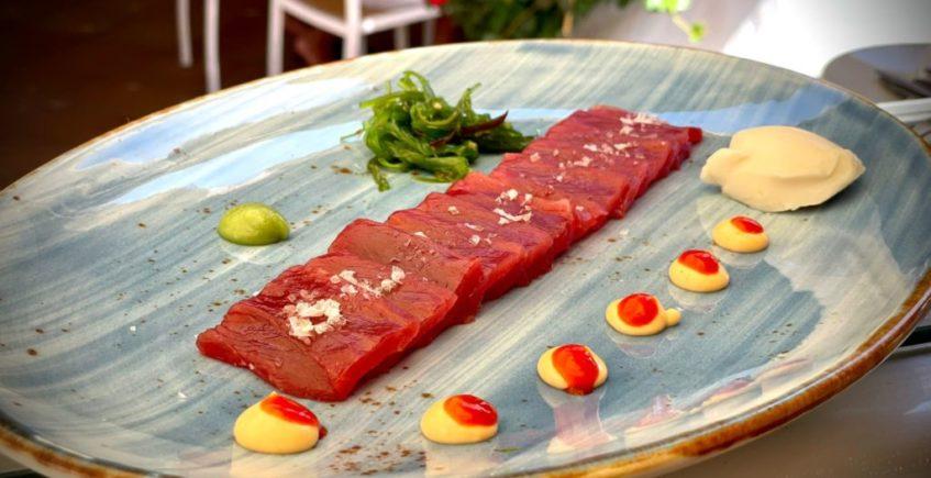Sashimi de atún en 5 Océanos de Zahara de los Atunes