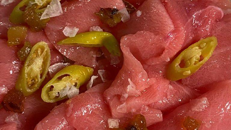 Sashimi de ventresca de atún de almadraba en La Sorpresa
