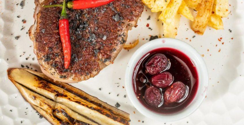Solomillo de retinto con salsa de uvas de La Traiña de Zahora