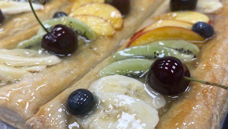 Tarta de hojaldre con frutas naturales de Antonia Butrón de Chiclana
