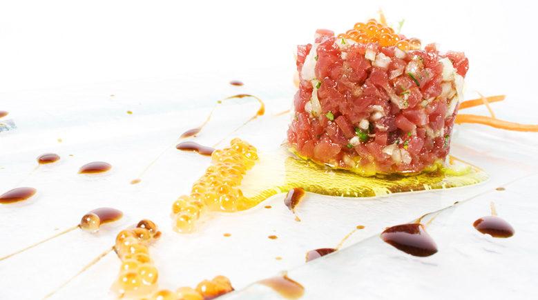 Tartar de atún rojo de Almadraba con vinagreta de soja y cítricos de El Ventorrillo del Chato de Cádiz