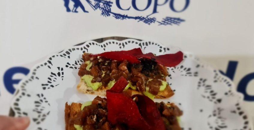 Teja de cristal con atun rojo de almadraba y trufa con algas de El Copo de Palmones