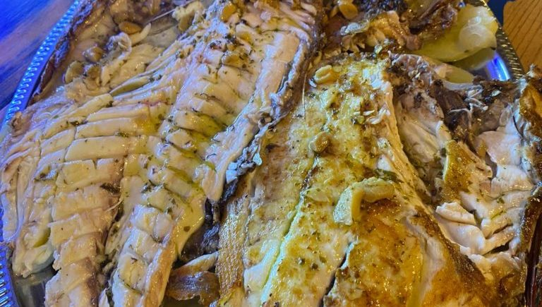 Urta a la plancha con sus papas al horno en La Esquinita de Pedro de El Puerto