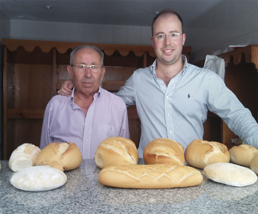 Miguel Pecino y su hijo Marcos, que actualmente regenta el establecimiento. Foto: Cosasdecome