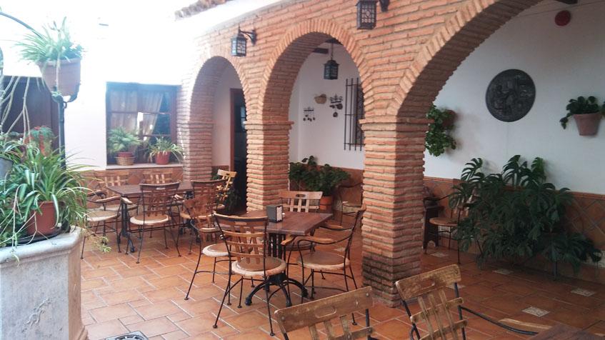 El patio interior del restaurante El Patio de Paterna. Foto: Cosasdecome