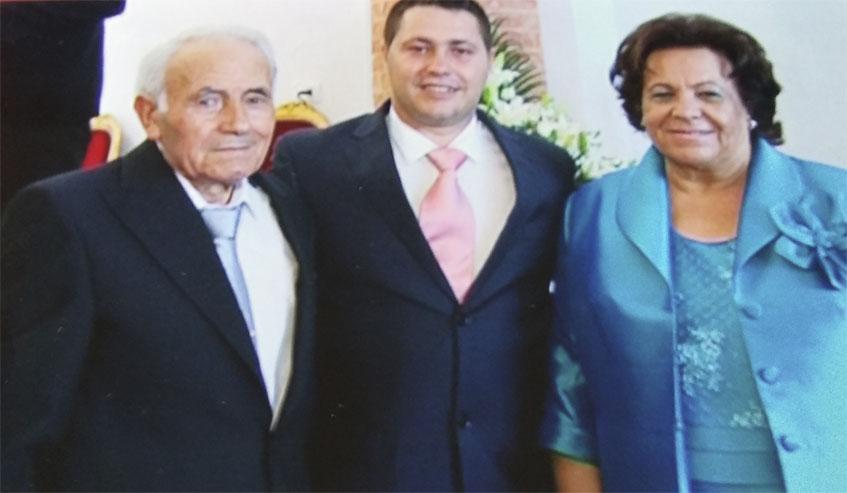María Erdozain, la autora de la receta, y su marido Rufino García junto a Joselito, un gran amigo de la familia. Foto: Cedida por Bar Rufino