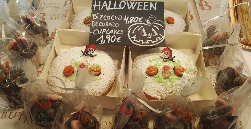 Huesos de santos y bizcochos y cupcakes de demonios en Antonia Butrón