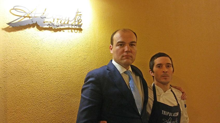 Alfredo Méndez, jefe de sala de Alevante, junto a Juan Domingo Sánchez, jefe de cocina. Foto: Cosasdecome