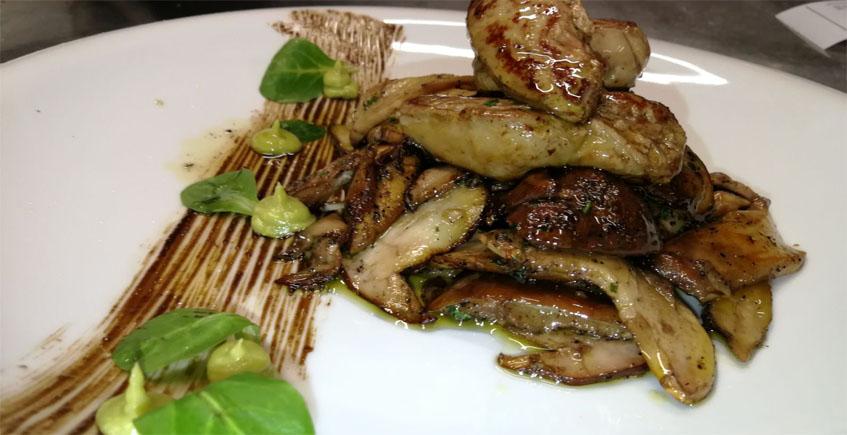 Boletuas con foie, uno de los platos del restaurante Cepas. Foto: Cedida por el establecimiento.