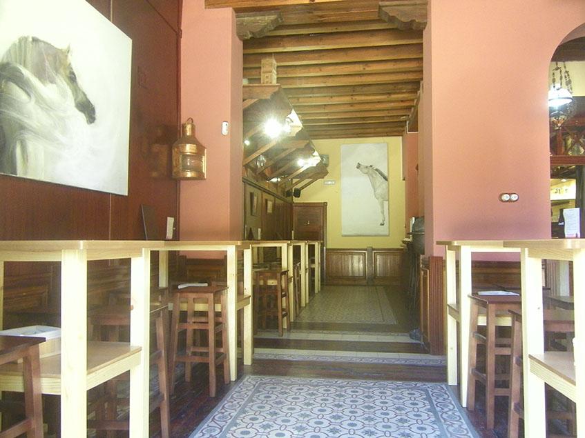 Zona de tapas del restaurante Los Esteros. Foto: Cosasdecome
