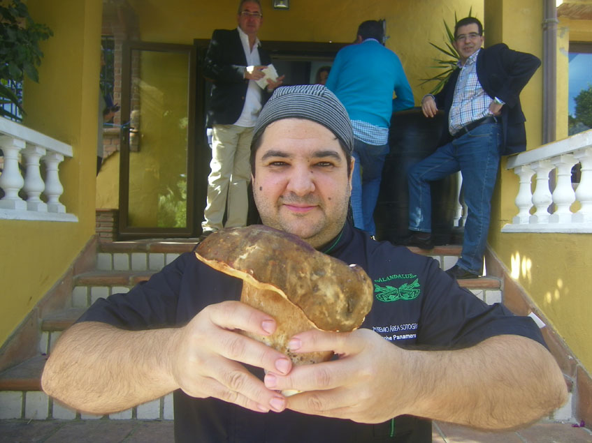 El cocinero Manuel Jesús Acosta del restaurante Al Andalus, uno de los mayores especialistas de la provincia en la cocina de las setas. Foto: Cosasdecome